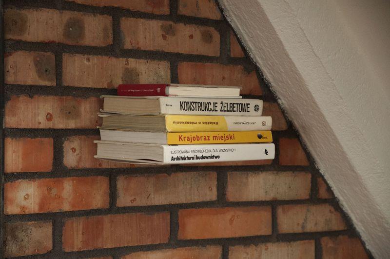 Niewidzialna Półka Na Książki Mała Czarna Niewidzialna